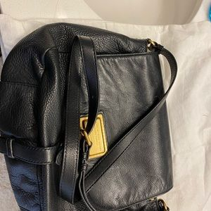 Authentic marc Jacobs sling bag leather